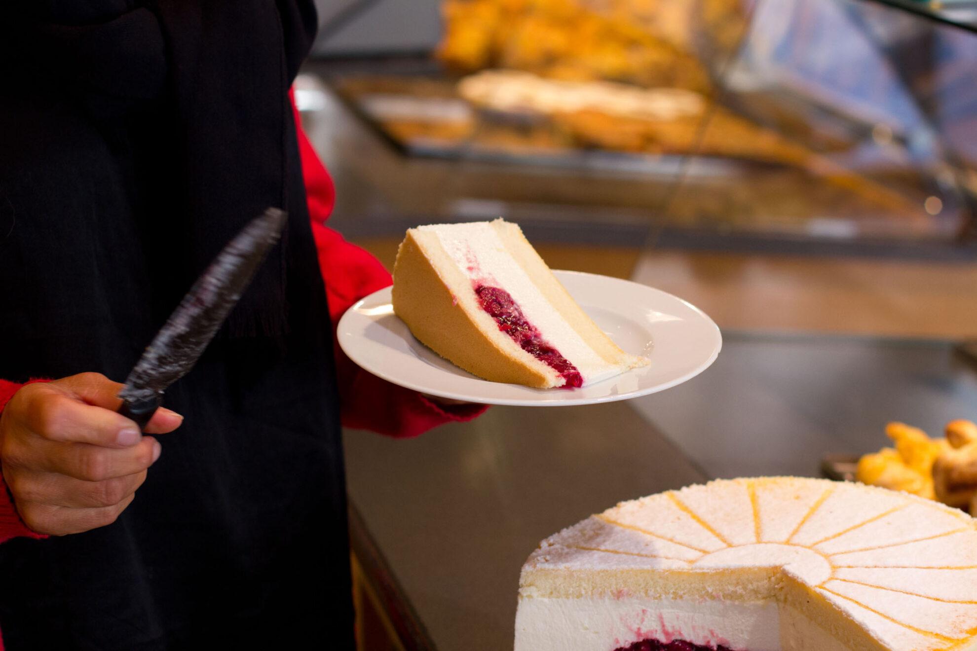 Ein Stück Käsesahnetorte